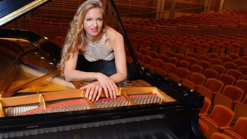 Svetlana Smolina Featured in August Issue of Keyboard Magazine